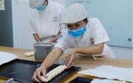 Lò bánh mì đặc biệt mở 'cánh cửa tương lai' cho nhiều học trò nghèo
