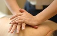 Đi massage 'sâu', thanh niên 23 tuổi bị viêm niệu đạo do não mô cầu