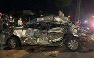 Xe tải tông ngang hông, dúm dó xe hơi, nữ tài xế xe hơi chết trong xe