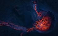 Ảnh núi lửa thức giấc sau 6.000 năm, phun dung nham đỏ rực