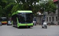 Buýt điện VinBus 'chạy thử ngoài phố' ở Hà Nội