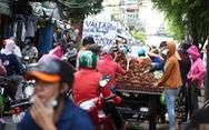Nhiều chợ tự phát ở TP.HCM vẫn đông đúc dù có lệnh cấm