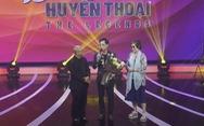 Ca sĩ Ngọc Sơn xuất hiện bên mẹ trong đêm nhạc của 'Dấu ấn huyền thoại'