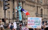 Hàng chục ngàn người Pháp xuống đường phản đối 'phải có giấy chứng nhận tiêm vắc xin'