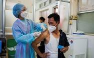 Campuchia bắt đầu tiêm mũi vắc xin COVID-19 thứ 3 để ngăn biến thể Delta