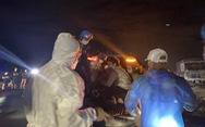 Trắng đêm cùng nhóm giúp người bị tai nạn trên đường về quê