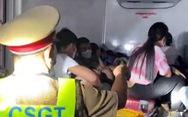 Vì sao xe tải nhét 15 người trong thùng đông lạnh thông chốt dễ dàng?