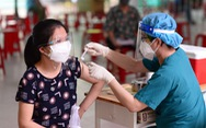 Người dân TP.HCM đi tiêm vắc xin mũi 1 'tự do'