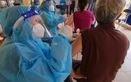 HỎI - ĐÁP về dịch COVID-19: Có sổ tạm trú mới được tiêm vắc xin?