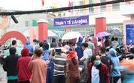 Nhiều người dân TP.HCM nhận thông báo tiêm mũi 2, đội mưa đến nơi rồi về vì... thiếu giấy mời