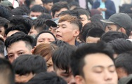 Hàng ngàn người chen mua vé xem trận Việt Nam - Malaysia