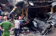 Lật đống đổ nát tìm kiếm nam thanh niên tử vong do cháy kiốt