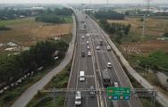 Xe đua nhau đổ về cao tốc vì trạm thu phí tạm ngưng hoạt động