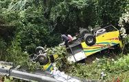 Video kéo chiếc xe gặp nạn ở đèo Hải Vân lên khỏi vực sâu