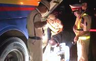 Video: Phát hiện xe khách vận chuyển pháo lậu dưới gầm để hành lý