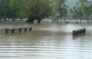 Video: Bão số 6 suy yếu, nhiều tuyến đường ngập sâu trong biển nước