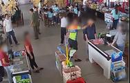 Video: Thượng úy công an tát vào mặt nhân viên bán hàng khi con mua đồ chưa trả tiền