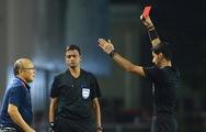 HLV Park Hang Seo lãnh thẻ đỏ vì bảo vệ học trò