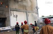 Video: Kho chứa hàng cao 4 tầng của công ty bánh kẹo cháy lớn