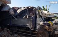 Video: Xe tải tông sập nhà dân, gia đình 5 người thoát chết