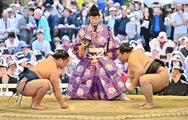 Người Nhật muốn ông Trump xem đấu Sumo phải ngồi xếp bằng