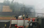 Lửa bốc cháy nghi ngút tại nhiều kho hàng, hàng loạt nhà dân bị ảnh hưởng