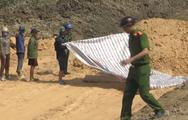Video: Ngủ quên trên thùng xe tải chở đất, một thanh niên tử vong