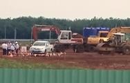 Video: Bánh xe cẩu phát nổ, hai người tử vong ngay tại công trình