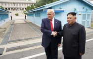 Video Tổng thống Trump đi qua đường ranh giới sang lãnh thổ Triều Tiên