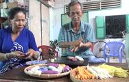 Độc đáo nghề làm bánh tầm ngũ sắc se tay ở sông nước miền Tây