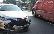 Video: Container húc ôtô xoay vòng trên quốc lộ, kẹt xe kéo dài hàng kilomet