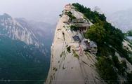 Video: Thú vị ngồi uống trà trên đỉnh núi Hua cao 2.000m