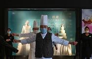 Video: Nhân viên khách sạn 5 sao ở Vũ Hán tập thể dục ngừa virus corona