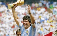 Xem lại 5 bàn thắng 'nổi tiếng' của Maradona tại các kỳ World Cup
