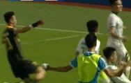 Tham gia tấn công phút bù giờ, thủ môn Bình Định kiến tạo cho đồng đội gỡ hòa đầy cảm xúc