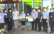 Bệnh viện Đại học Y Dược TP.HCM trao tặng quà cho trẻ em mồ côi vì COVID-19
