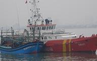 Cứu tàu cá cùng 7 ngư dân trôi dạt trên Vịnh Bắc Bộ