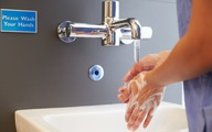 Nhiễm khuẩn bệnh viện là do… ít rửa tay?