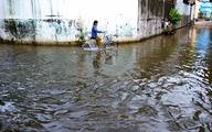 Sinh hoạt đảo lộn vì 'dòng suối mới' giữa khu dân cư