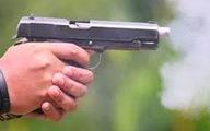 Bắt chủ hãng nước đá rút súng dọa bắn nữ nhân viên