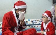 'Ông già Noel' bị trẻ nhỏ bắt bẻ vì... đến trễ