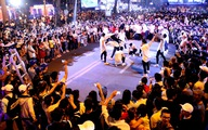 Dòng người đổ về trung tâm Sài Gòn đón năm mới 2018