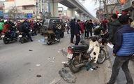 Xe 'điên' gây tai nạn liên hoàn trên phố Hà Nội