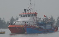 Cứu 4 ngư dân suýt bị chìm tàu trên biển