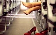 Vì sao không nên cởi giày trên máy bay?