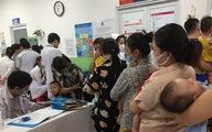 Trẻ bị bệnh hô hấp tăng kỷ lục theo bão, 400 trẻ 'chia nhau' 140 giường bệnh