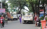 Xe tải đậu chiếm lòng đường