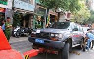 Tài xế bất hợp tác, xe biển số xanh bị đưa về phường