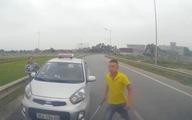 Tài xế taxi chạy ngược chiều bị tước bằng lái 2 tháng
