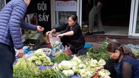 Rau ở Hà Nội đắt 4-5 lần so với ngày thường, mai sẽ giảm?